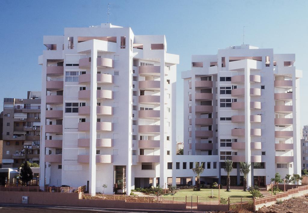 Kochav_HaYam_Housing_Complex,_Netanya